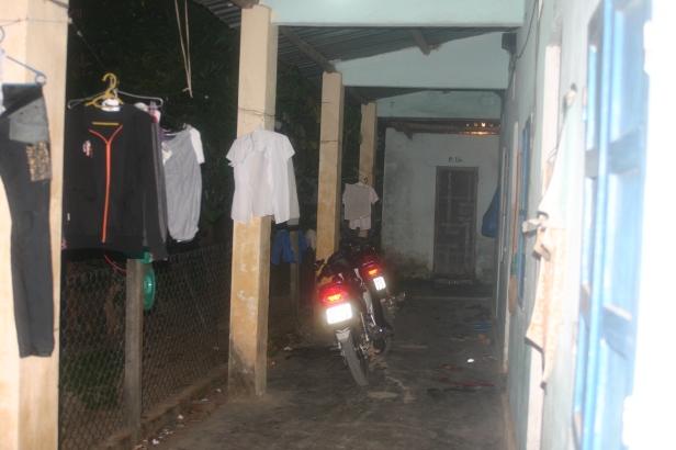 HÌNH (LĐV) Những dãy phòng trọ tồi tàn, không có toilet riêng luôn là nỗi ám ảnh của công nhân khu công nghiệp Điện Nam - Điện Ngọc