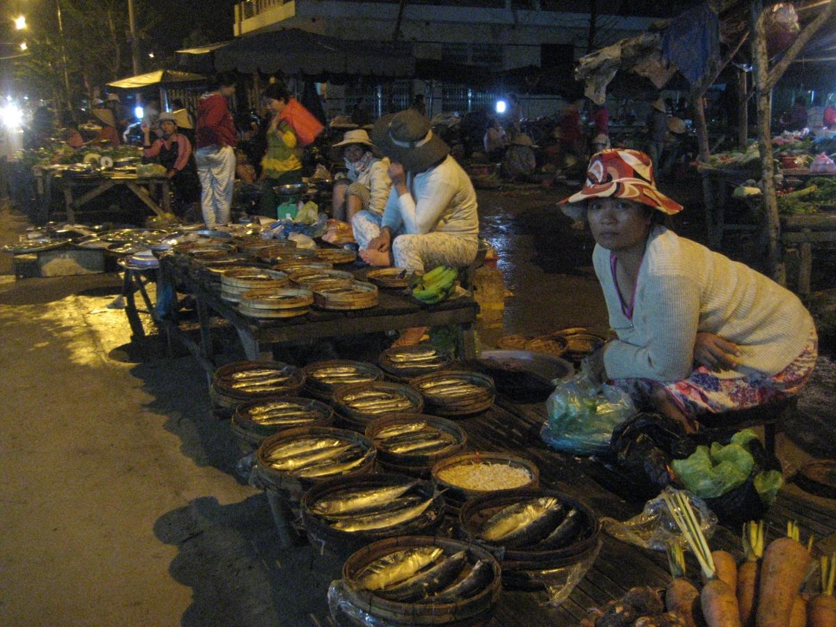 Phóng Sự LĐV- Nghề bán cá, lao động vất vả nhưng thu nhập thấp