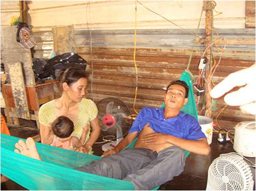 HINH TinTongHopLDV 20130529 - Quỵt lương và đánh người - Anh Phong- nạn nhân trong vụ đánh người , quỵt lương của công ty Đông Cường (Hình- Nguoilaodong)