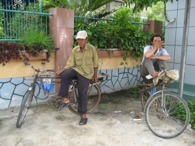 HINH PhongSuLDV 20130710 Những ông xe đạp thồ - Nghèo khổ, túng quẫn và tuyệt vọng, đó là những gì có được của người đạp xe thồ thế kỉ 21
